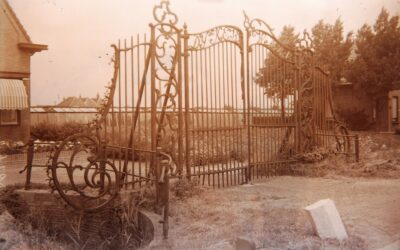 Een uniek 18e eeuwse Lodewijk XV-toegangshek in de Binckhorst